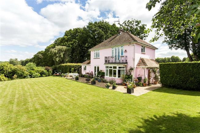 Guide Price £795,000, 3 Bedroom Detached House For Sale in West Sussex, RH10