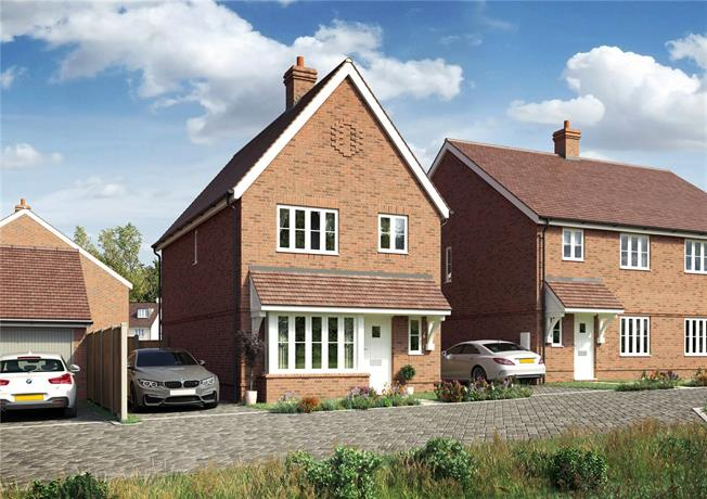 Guide Price £350,000, 3 Bedroom Detached House For Sale in Hailsham, East Sussex, BN27