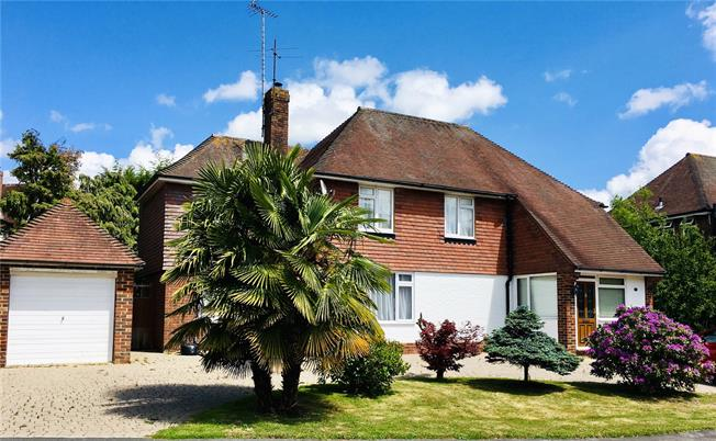 Guide Price £700,000, 4 Bedroom Detached House For Sale in West Sussex, RH15
