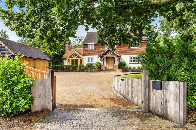 Guide Price £1,250,000, 5 Bedroom Detached House For Sale in Crawley Down, RH10