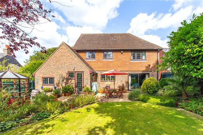 Guide Price £700,000, 4 Bedroom Detached House For Sale in Newick, BN8