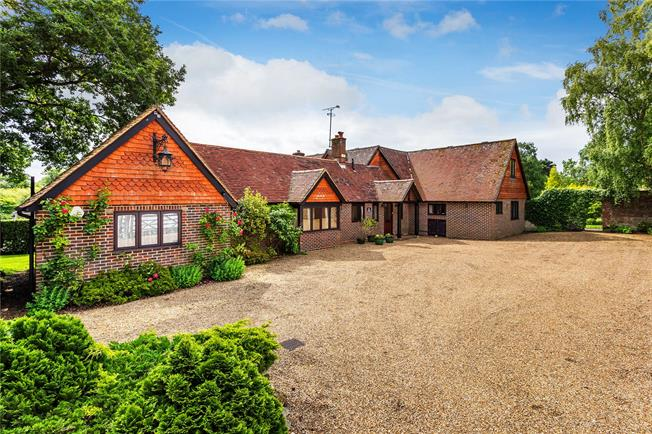 Guide Price £1,525,000, 5 Bedroom Detached House For Sale in Lindfield, RH16