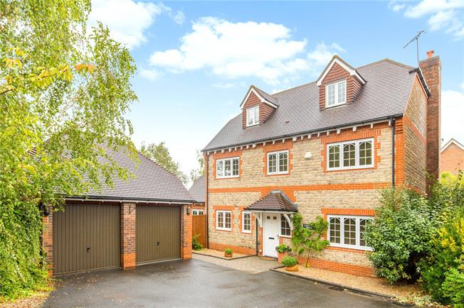 Offers in the region of £685,000, 5 Bedroom Detached House For Sale in Forest Row, RH18