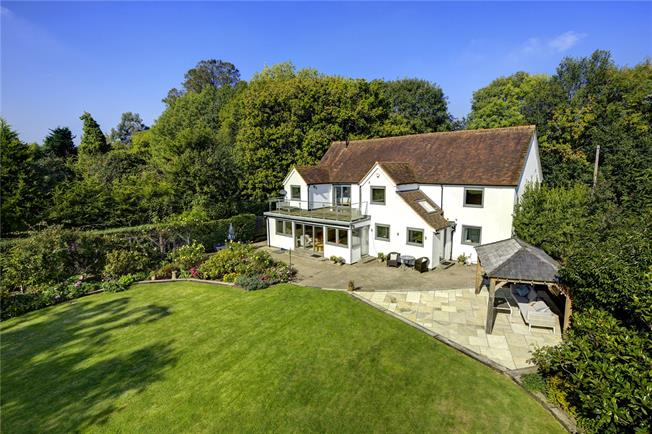Guide Price £1,650,000, 5 Bedroom Detached House For Sale in Hare Hatch, RG10