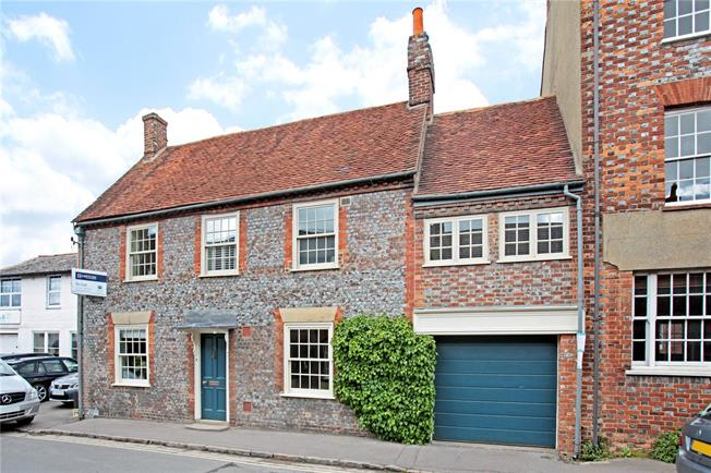 Guide Price £930,000, 5 Bedroom Semi Detached House For Sale in Watlington, OX49