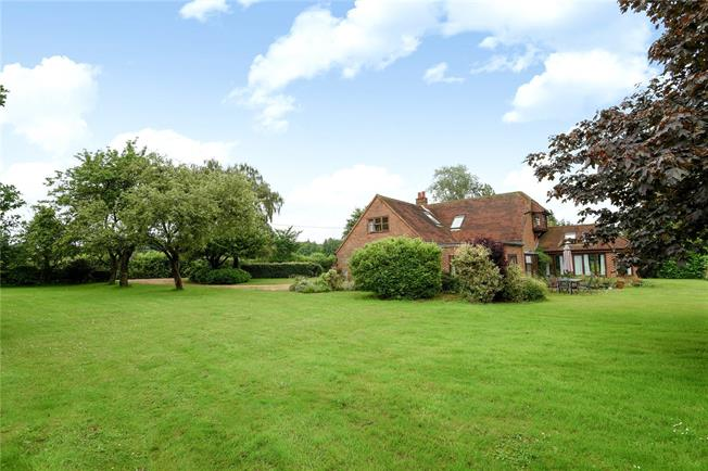 Guide Price £1,395,000, 4 Bedroom Detached House For Sale in Harpsden, RG9