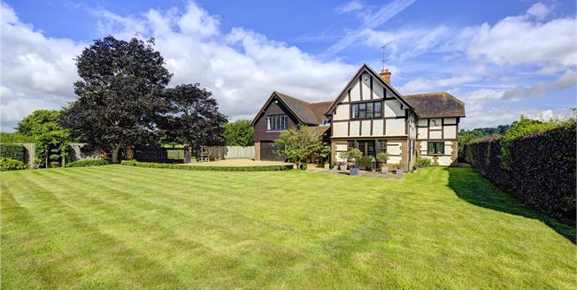 Guide Price £1,950,000, 4 Bedroom Detached House For Sale in Hurley, SL6