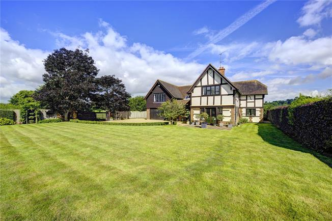 Guide Price £1,750,000, 4 Bedroom Detached House For Sale in Hurley, SL6
