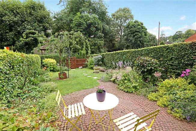 Guide Price £715,000, 3 Bedroom Terraced House For Sale in Henley-on-Thames, Bucking, RG9