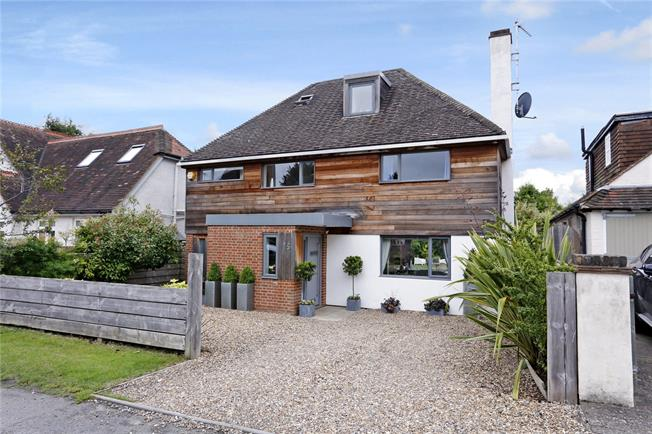 Guide Price £1,350,000, 4 Bedroom Detached House For Sale in Oxfordshire, RG9
