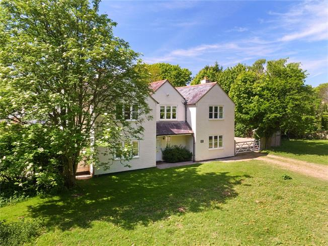 Guide Price £1,050,000, 5 Bedroom Detached House For Sale in Buckinghamshire, RG9