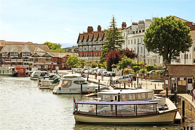 Guide Price £750,000, 2 Bedroom Flat For Sale in Henley-on-Thames, RG9