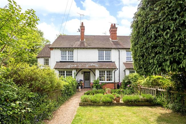 Guide Price £695,000, 3 Bedroom Terraced House For Sale in Warren Row, RG10