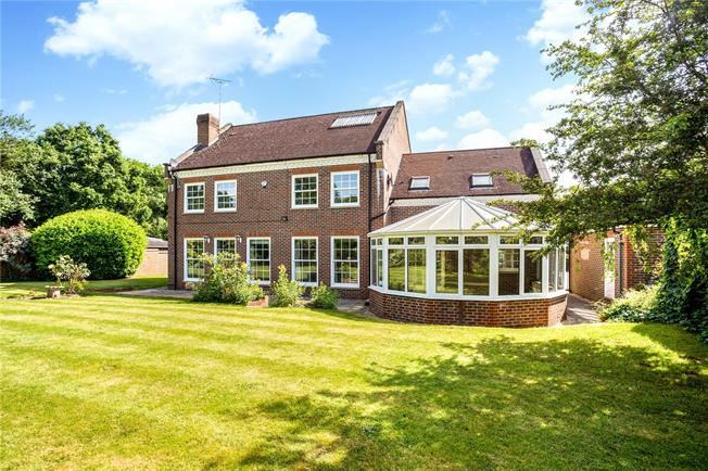 Guide Price £1,395,000, 5 Bedroom Detached House For Sale in Lower Shiplake, RG9