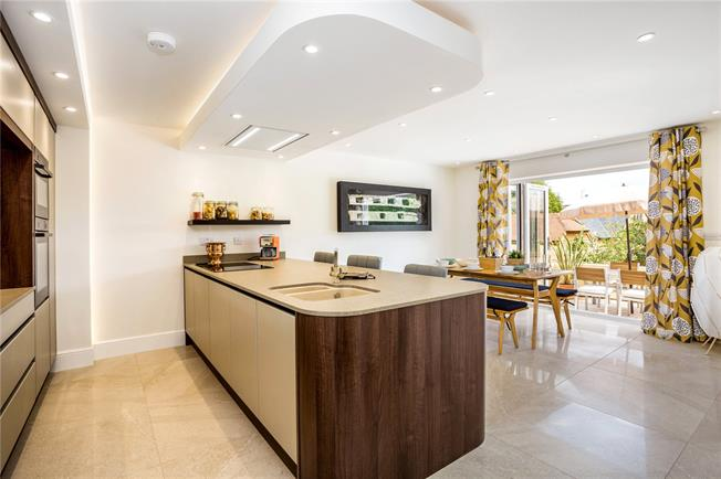 Guide Price £1,225,000, 4 Bedroom Detached House For Sale in Reading, RG8