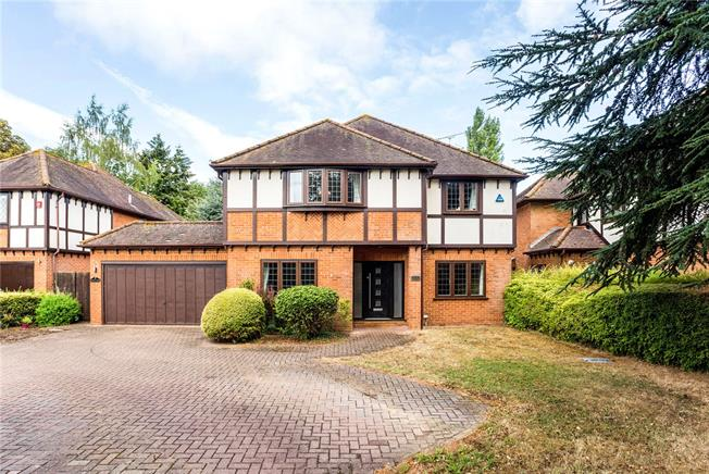 Offers in the region of £1,100,000, 4 Bedroom Detached House For Sale in Henley-on-Thames, RG9