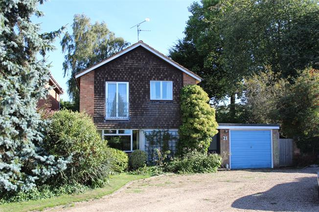 Guide Price £685,000, 3 Bedroom Detached House For Sale in Henley-on-Thames, RG9