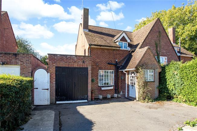 Guide Price £340,000, 2 Bedroom Terraced House For Sale in Wargrave, RG10