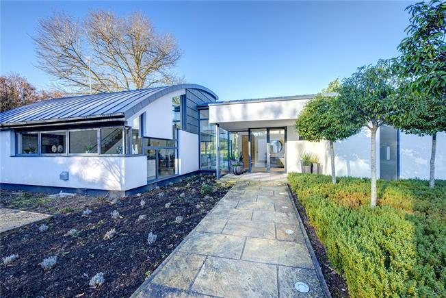 Guide Price £3,000,000, 5 Bedroom Detached House For Sale in Oxfordshire, RG9