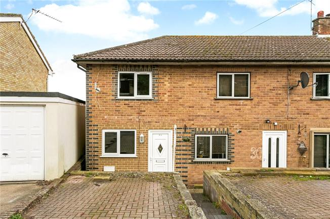 Guide Price £275,000, 2 Bedroom End of Terrace House For Sale in Henley-on-Thames, RG9