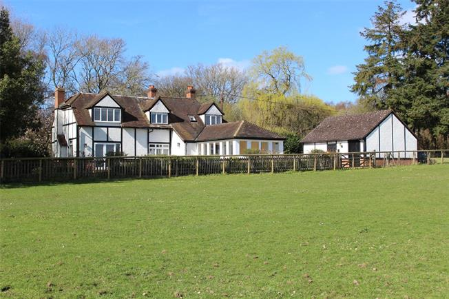 Guide Price £1,400,000, 4 Bedroom House For Sale in Nettlebed, RG9
