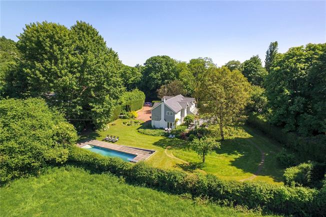 Guide Price £1,895,000, 5 Bedroom Detached House For Sale in Henley-on-Thames, RG9
