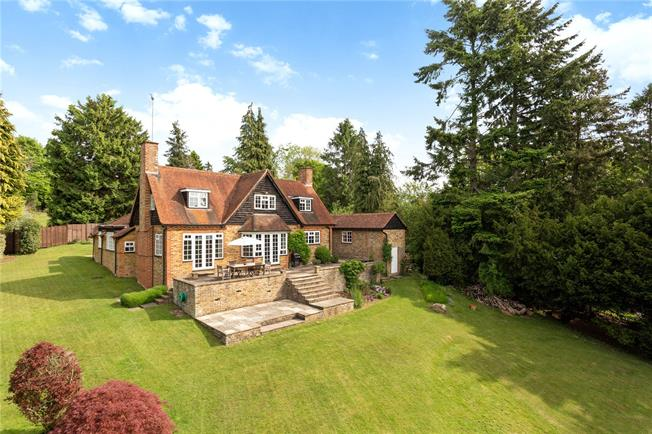 Guide Price £1,245,000, 3 Bedroom Detached House For Sale in Highmoor, RG9