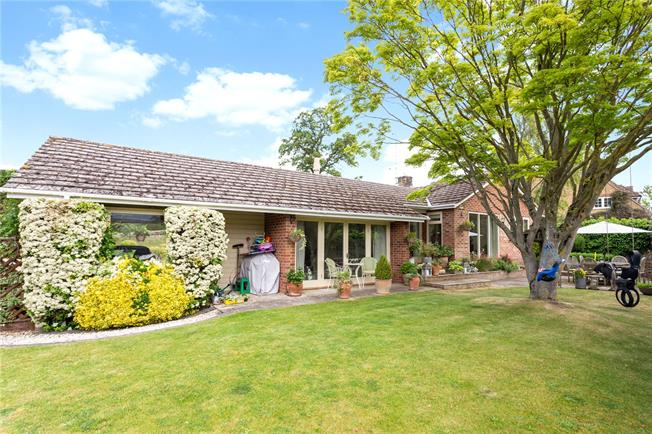Asking Price £675,000, 4 Bedroom Bungalow For Sale in Cuxham, OX49