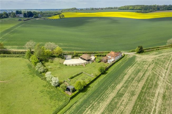 Guide Price £1,850,000, 5 Bedroom Detached House For Sale in Buckinghamshire, RG9