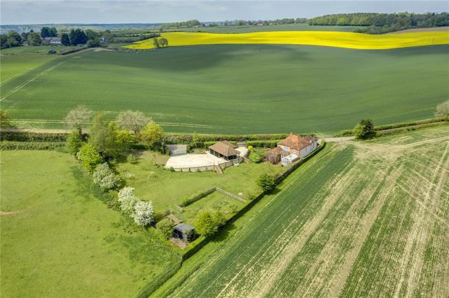Guide Price £1,850,000, 5 Bedroom Detached House For Sale in Hambleden, RG9