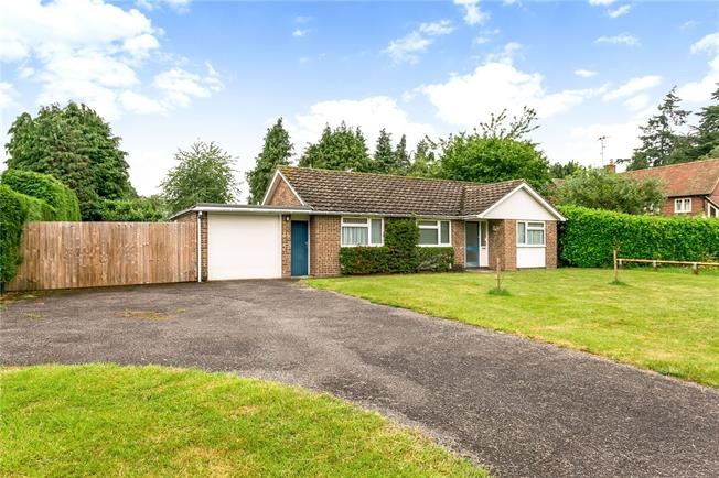 Offers in excess of £700,000, 3 Bedroom Bungalow For Sale in Henley-on-Thames, RG9