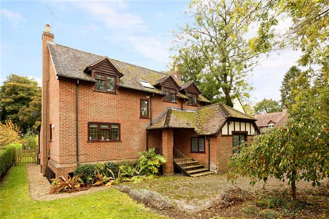 Guide Price £1,000,000, 4 Bedroom Detached House For Sale in Whitchurch on Thames, RG8