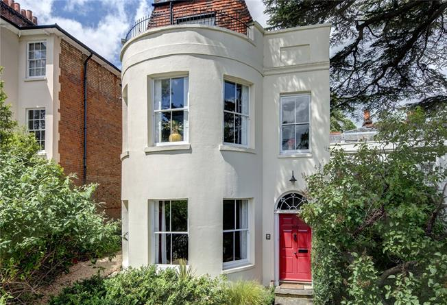 Guide Price £1,500,000, 5 Bedroom Town House For Sale in Berkshire, RG1