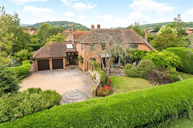 Guide Price £1,150,000, 4 Bedroom Garage For Sale in Buckinghamshire, RG9