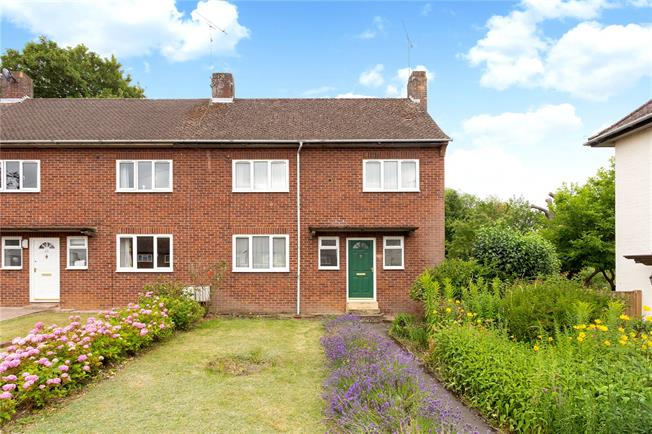 Guide Price £385,000, 3 Bedroom End of Terrace House For Sale in Henley-on-Thames, RG9