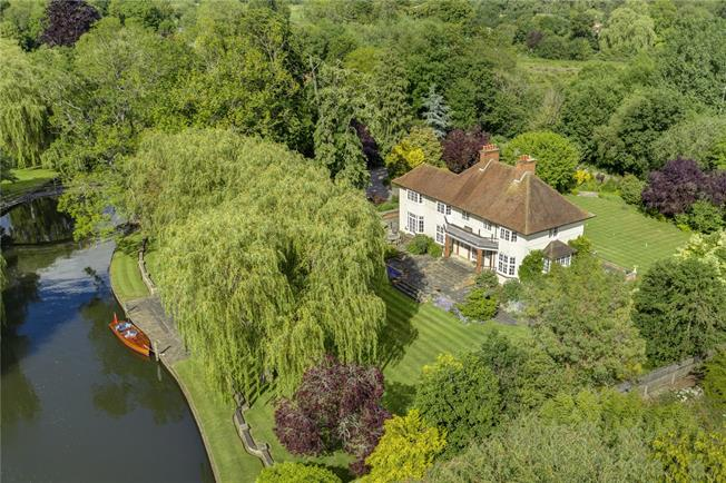 Guide Price £3,000,000, 6 Bedroom Detached House For Sale in Wargrave, RG10