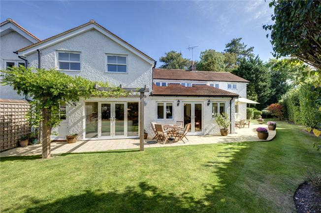 Asking Price £1,150,000, 4 Bedroom Semi Detached House For Sale in Henley-on-Thames, Oxfords, RG9