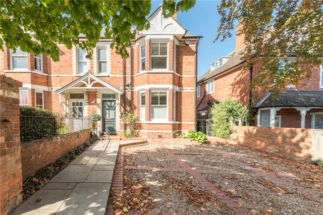 Guide Price £1,450,000, 4 Bedroom Semi Detached House For Sale in Henley-on-Thames, RG9