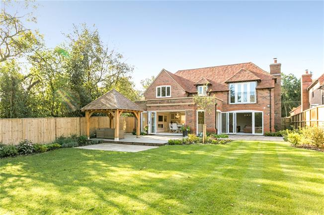 Asking Price £1,695,000, 4 Bedroom Garage For Sale in Nettlebed, RG9
