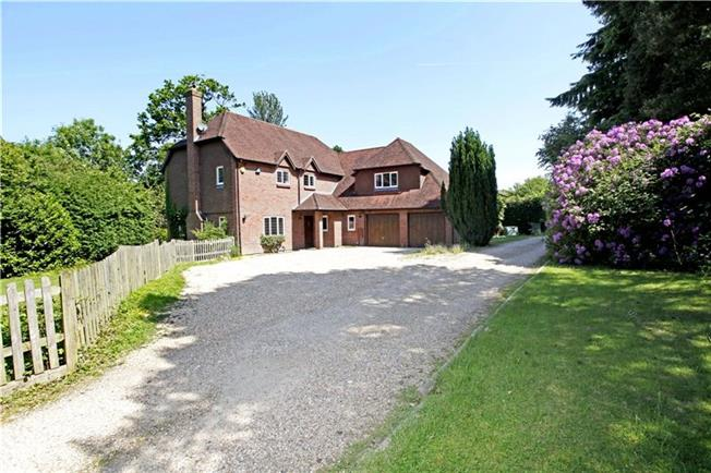 Guide Price £895,000, 5 Bedroom Detached House For Sale in West Sussex, RH12