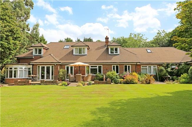 Guide Price £1,295,000, 6 Bedroom Detached House For Sale in West Chiltington, RH20
