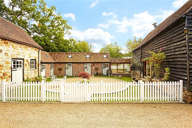 Guide Price £799,950, 4 Bedroom Detached House For Sale in Faygate, RH12