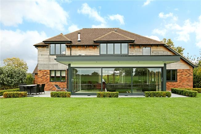 Guide Price £865,000, 5 Bedroom Detached House For Sale in Horsham, West Sussex, RH13