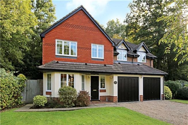 Guide Price £815,000, 5 Bedroom Detached House For Sale in Horsham, RH12
