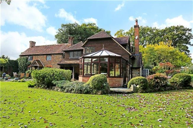 Guide Price £875,000, 4 Bedroom Detached House For Sale in Pulborough, RH20