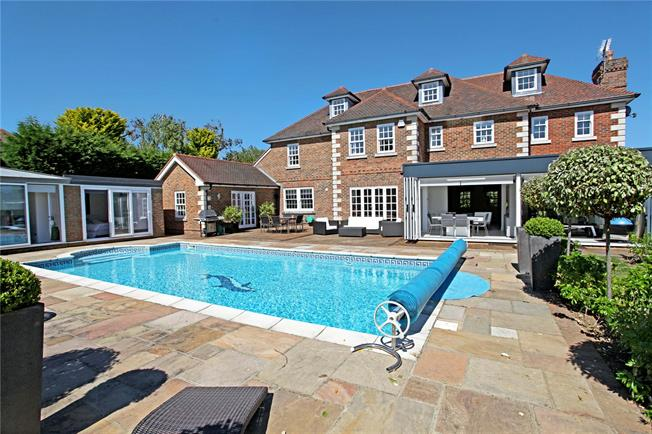 Guide Price £1,575,000, 5 Bedroom Detached House For Sale in Horsham, RH12