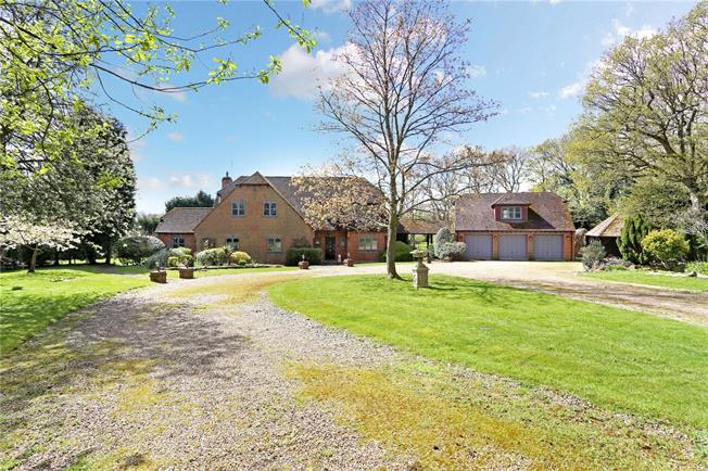 Guide Price £1,350,000, 7 Bedroom Detached House For Sale in Kingsfold, RH12