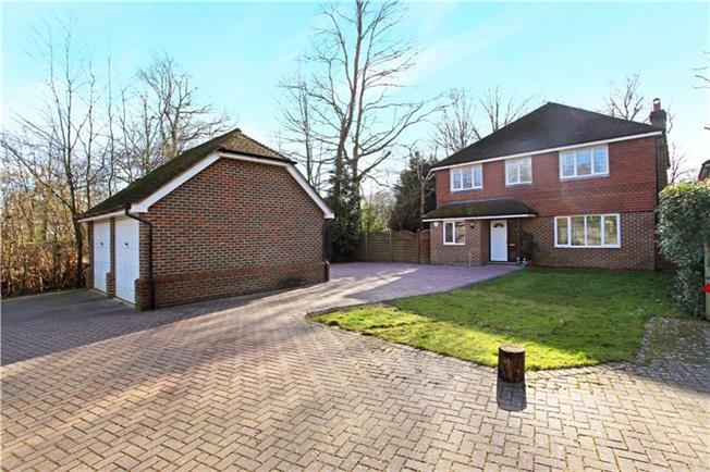 Guide Price £589,950, 4 Bedroom Detached House For Sale in Loxwood, RH14