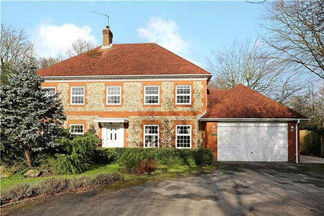 Guide Price £875,000, 4 Bedroom Detached House For Sale in Mannings Heath, RH13