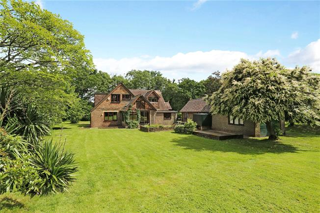 Guide Price £650,000, 5 Bedroom Detached House For Sale in Brooks Green, RH13
